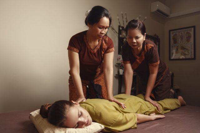 Королевский oil-massage (масляный массаж в четыре руки)
